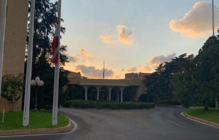 تنكيس العلم اللبناني في قصر بعبدا حدادا على قبلان