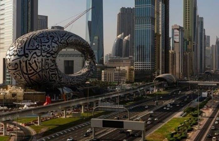 الإمارات تخصص 24 مليار درهم لاستيعاب 75 ألف مواطن في القطاع الخاص