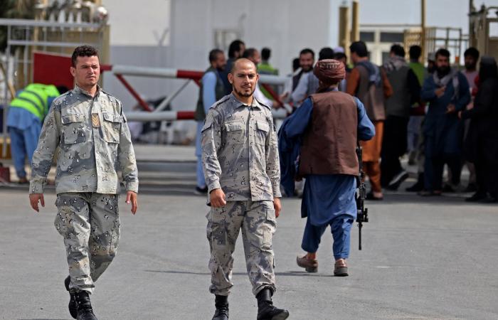 لأول مرة منذ سيطرة طالبان.. الشرطة تظهرفي مطار كابل