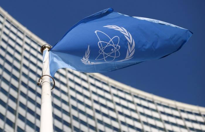 بينيت: على الدول الكبرى وضع حد لبرنامج إيران النووي