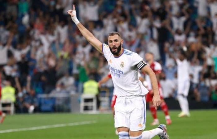 بنزيمة: اللعب أمام جماهير ريال مدريد كان غريباً