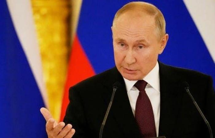 الرئيس الروسي يعزل نفسه بعد مخالطته مصاباً بكورونا