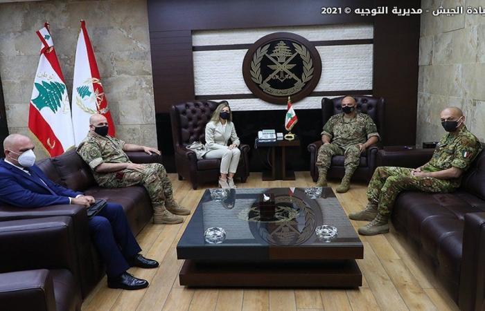 قائد الجيش بحث مع السفيرة الإيطالية في علاقات التعاون