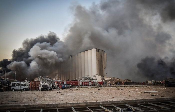 التحقيق في انفجار المرفأ يهدد بتفجير الوضع السياسي