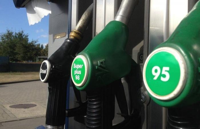 بطاقات خاصة للإعلاميين لتعبئة البنزين؟
