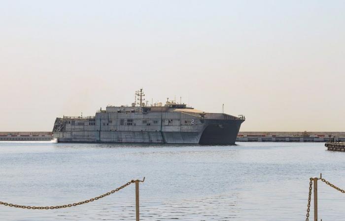 للمرة الأولى… سفينة بحرية أميركية في لبنان!