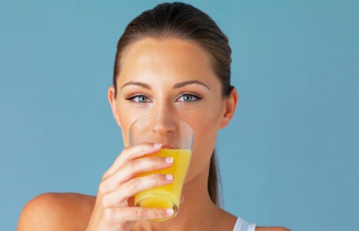كيف يؤثر عصير الفاكهة في صحّتكم؟