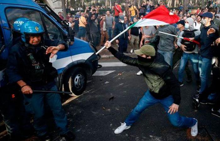 أعمال شغب احتجاجاً على فرض لقاح كورونا في روما