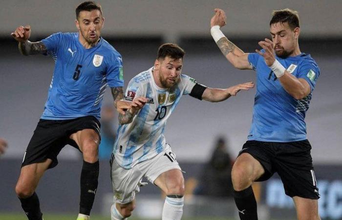 ميسي يسجل هدفاً غريباً ويقود الأرجنتين للفوز