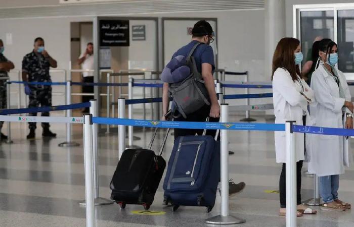 فقدان القدرة الشرائية وتبخر الرواتب يدفعان اللبنانيين إلى الهجرة