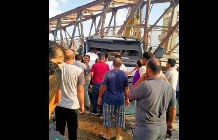 وفاة 3 سائقين سقط عليهم جسر عبور في مصر