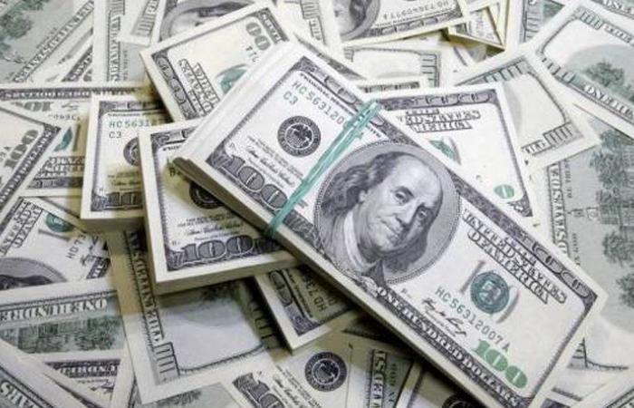 الدولار يلامس الـ21 ألف