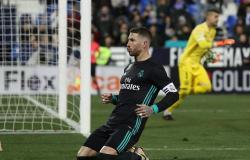 بالصورة: لاعبو ريال مدريد يحتفلون مع راموس بإنجازه الجديد
