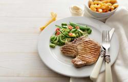 هل تقلل استهلاك الدهون أم النشويات لخسارة الوزن؟