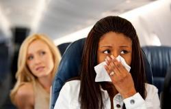 إذا صعد مريض على الطائرة فهل ينقل العدوى لبقية المسافرين؟