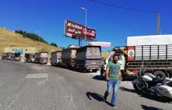 اعتصام أصحاب الشاحنات على طريق ضهر البيدر