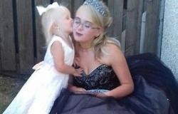 أم عمرها 16 عاما تصطحب طفلتها إلى حفل تخرجها!