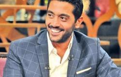 ممثل مصري يفكر في الاعتزال بسبب والدته!