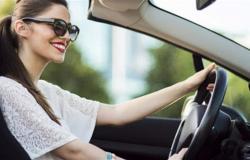 دراسة حديثة.. المرأة تقود السيارة أفضل من الرجل بأضعاف!