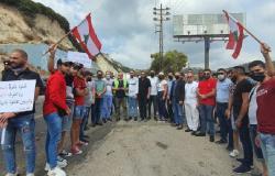 وقفة عند نفق حامات احتجاجًا على التأخير الحاصل في تأهيل الجبل المنهار