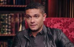 """بالفيديو- موقف محرج... آسر ياسين يحكي قصة """"علقة ساخنة"""" تلقاها من 5 أشخاص بالخطأ"""