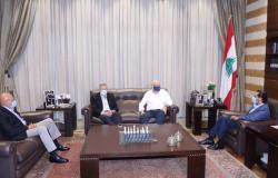 اجتماع لرؤساء الحكومات السابقين في بيت الوسط