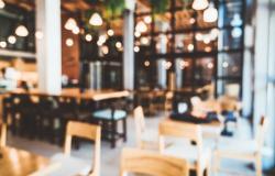 المطاعم تصرخ: لا تُحمّلونا وزر الأزمة